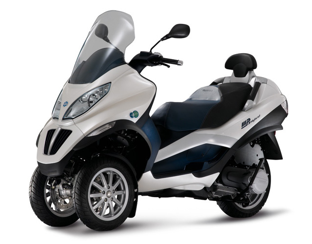 piaggio mp3 hybrid 125 avis et valuation du scooter piaggio mp3 hybrid 125. Black Bedroom Furniture Sets. Home Design Ideas